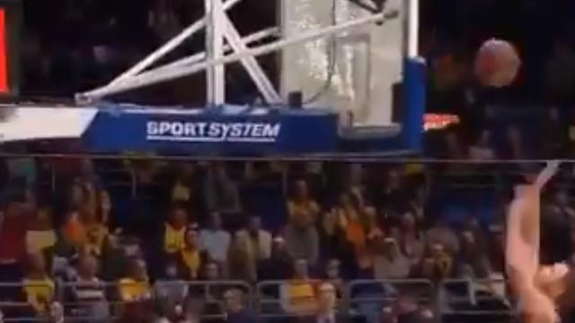 Грузинский баскетболист настолько мощно лупанул по щиту «Химок», что тот разлетелся вдребезги