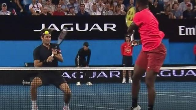 Autsch! Tiafoe schlägt Federer Ball ans Ohr