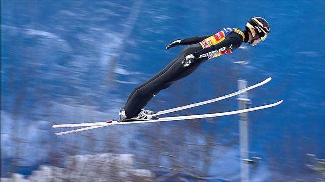 Watch Ryoyu Kobayashi's leading jump from qualification