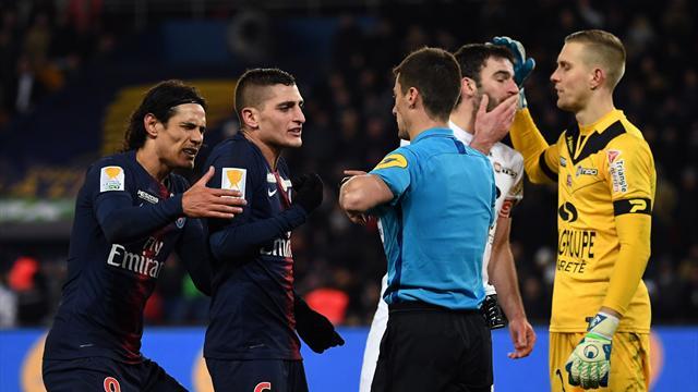 """""""Ils sont trois fois dans notre surface, trois penalties sont sifflés…"""""""