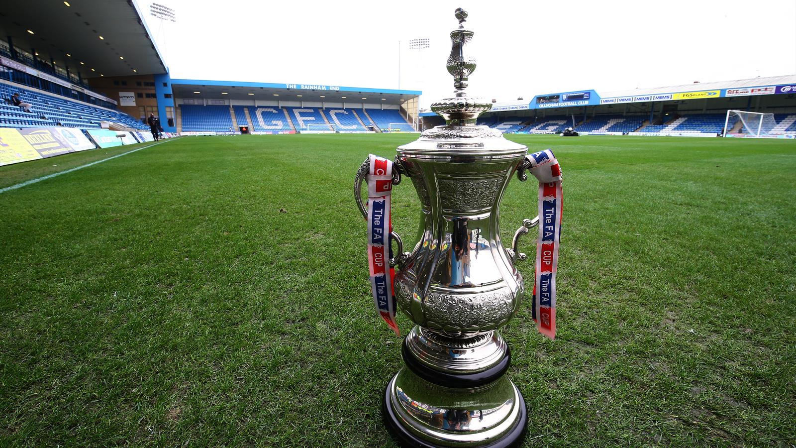 Arsenal and Manchester United's FA Cup tie to be televised ...