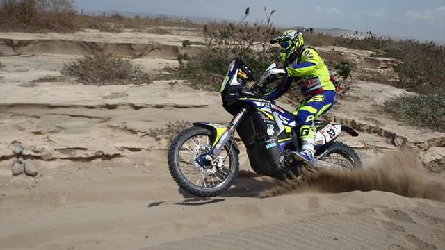 Santolino, revelación del Dakar en motos, abandona el rally por una fuerte caída