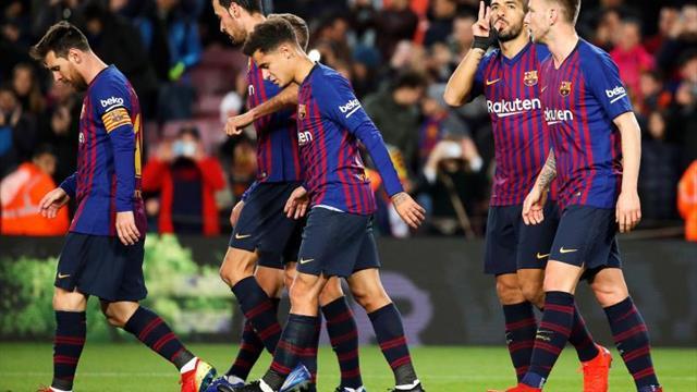 Luis Suárez da una mínima ventaja al Barcelona al descanso