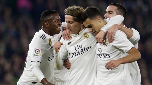 Il Real Madrid gioca solo un tempo, ma viene salvato dall'ex Ceballos: 2-1 in casa del Betis