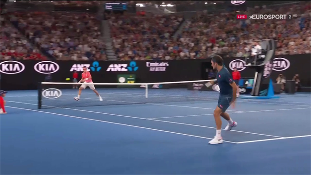 Federer fa già il Federer: splendido passante di rovescio contro Istomin