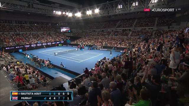Goosebumps: Murray gets amazing ovation as he prepares to serve