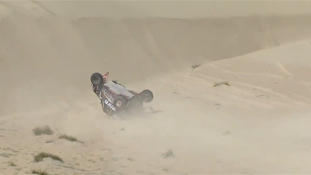 Мотовездеход Карякина перевернулся в песке