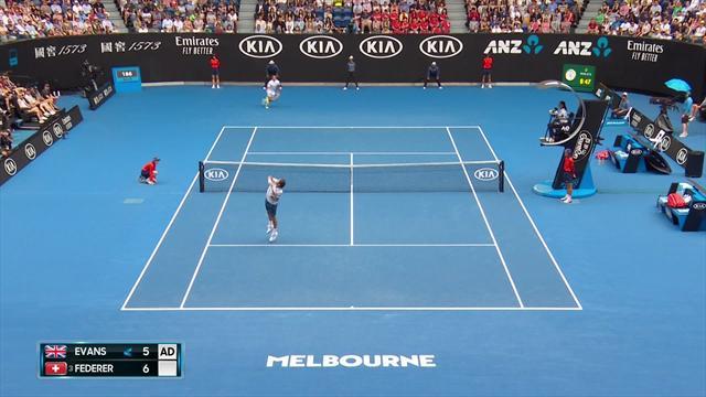 Federer fa il punto più bello del primo set: veronica e volée di rovescio