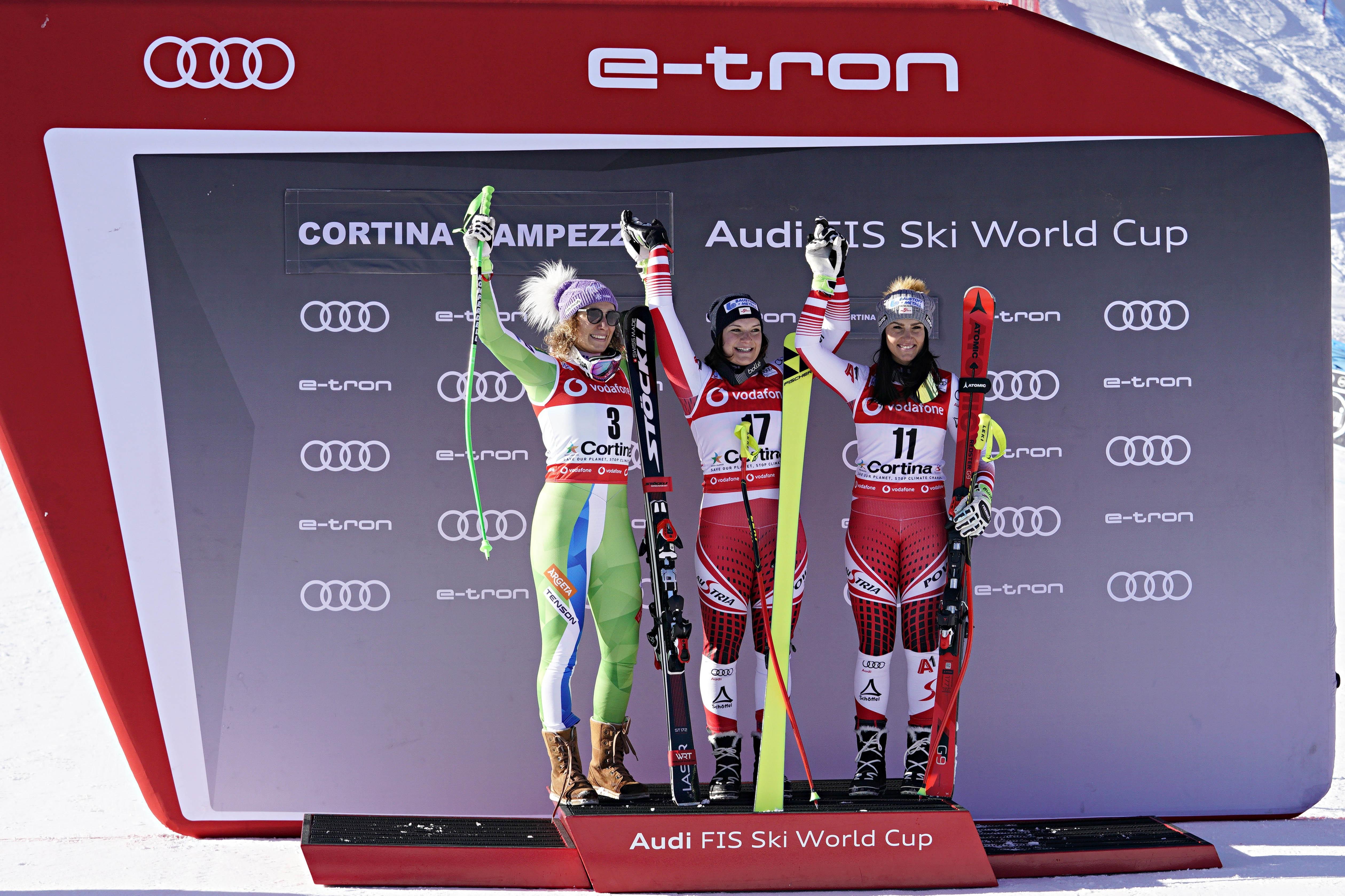 Ilka Stuhec, Ramona Siebenhofer, Stephanie Venier sur le podium de la descente de Cortina d'Ampezzo le 18 janvier 2019