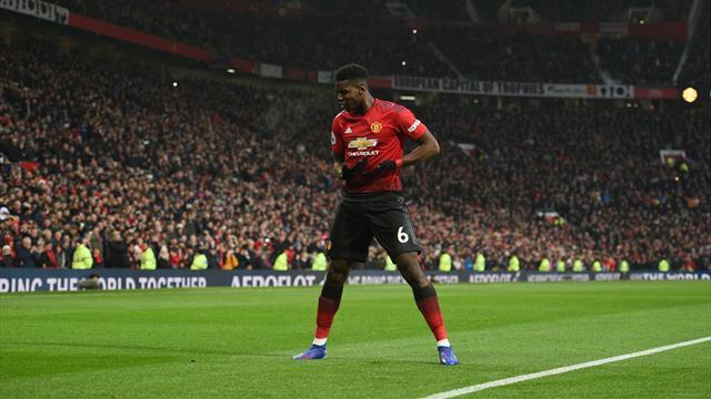 Manchester United dévoile son nouveau maillot domicile (et il célèbre 1999)
