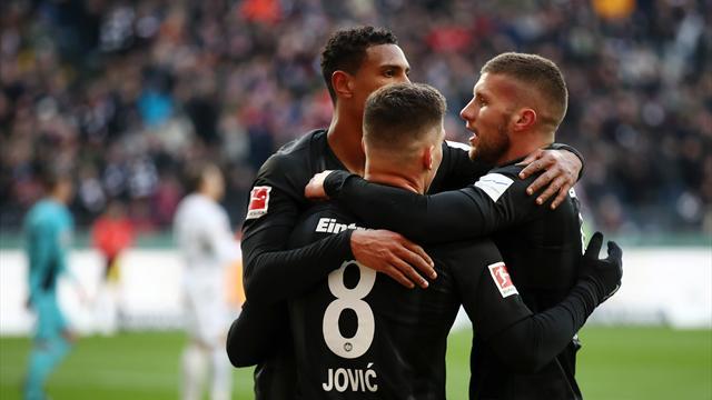 Büffel-Trio trifft: Frankfurt lässt gegen Freiburg nichts anbrennen