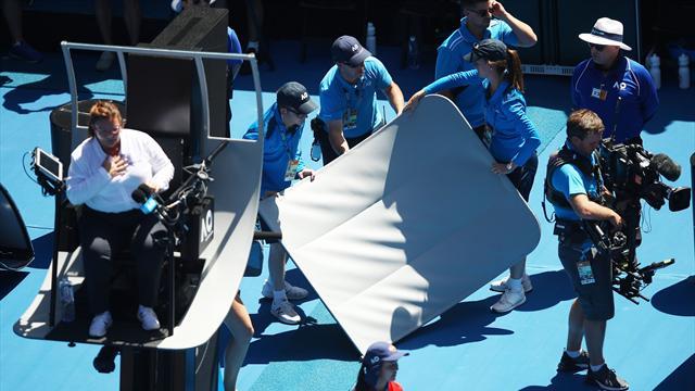 """Enorme frayeur à Melbourne : l'arbitre du match Barty-Sharapova """"attaquée"""" par la Spidercam"""
