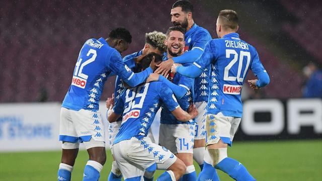 Callejon-Milik, il Napoli va: 2-1 alla Lazio e allungo sull'Inter
