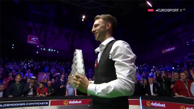 O'Sullivan hands his medal to a fan after losing to Trump in final