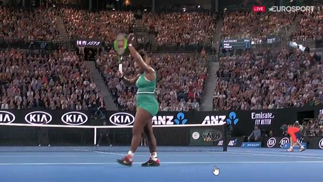 Simona Halep s'esalta in corsa: cross vincente, Serena applaude