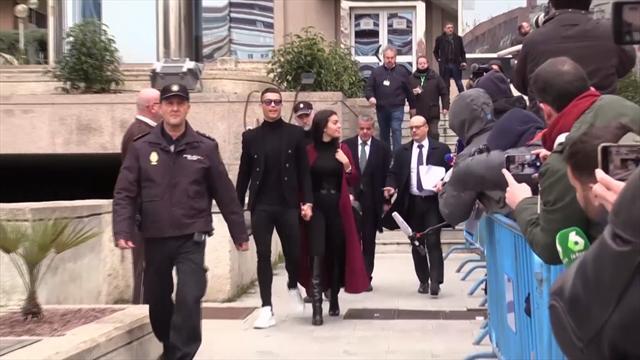 Роналду приехал с Джорджиной на суд и договорился о штрафе в 18,8 млн евро