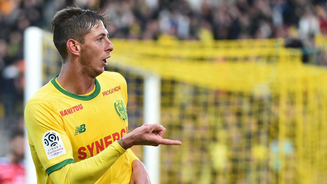 Emiliano Sala esulta dopo aver realizzato una rete contro il Guingamp. Foto: Getty Images.