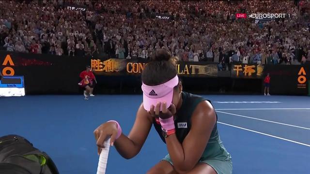Il match-point di Naomi Osaka: vince a Melbourne, si inginocchia e piange
