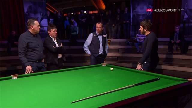 'I can just see the angles better!' - Mark Williams explains his famous one-handed shot