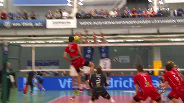 Kurioser Kopfballpunkt: Volleyballer punktet mit Köpfchen