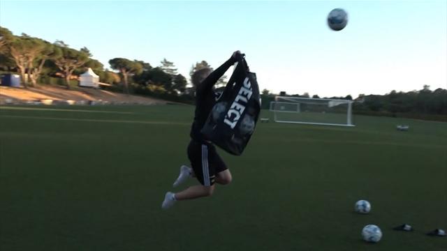 Sjekk pasningsfoten: RBK-spillerne samler baller på utradisjonelt vis