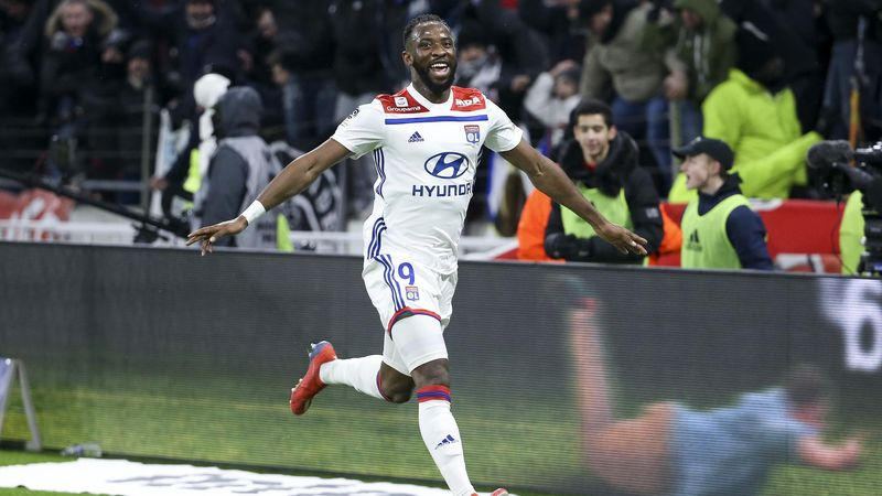 Moussa Dembele of Lyon celebrates his goal during the French Ligue 1 match between Olympique Lyonnais and Paris Saint-Germain.