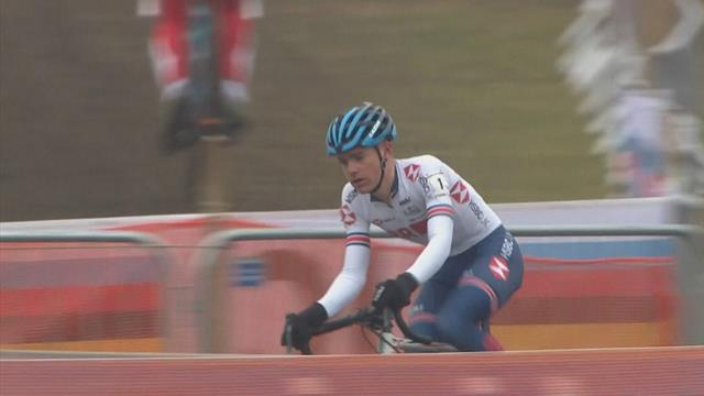 Highlights: Britain's Tullett wins men's junior race