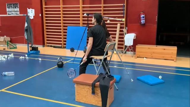 Carolina Marín vuelve a entrenarse... ¡Una semana después de su operación!