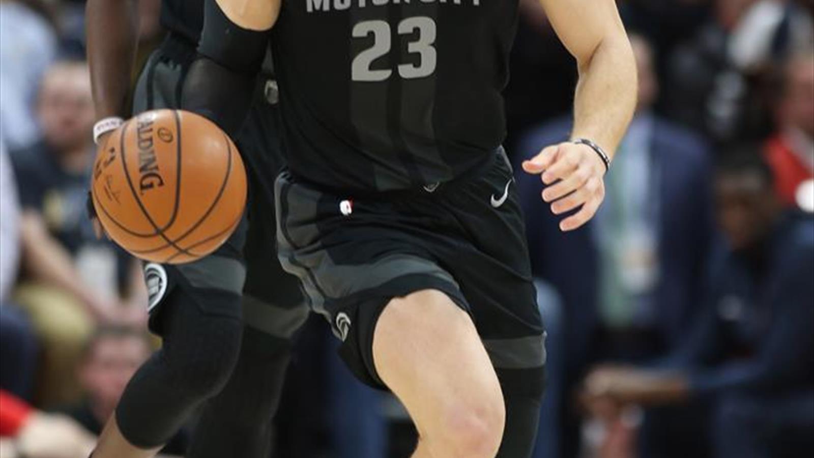 f432c5f762 Griffin y los Pistons dejan más hundidos a Knicks  Calderón