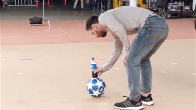 Месси исполнил трюк с бутылкой, отменив законы физики