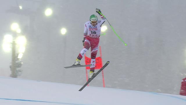 Австриец потерял равновесие, жестко шлепнулся на трассу и пересек финиш отдельно от лыж