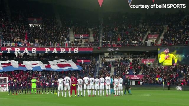 Tutto il Parco dei Principi ricorda Emiliano Sala: toccante minuto di silenzio in PSG-Bordeaux