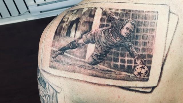 El impresionante tatuaje de uno de los paradones más míticos de Ter Stegen