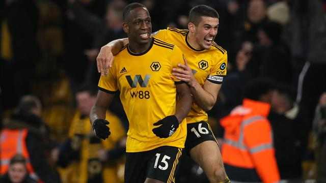 Wolves rescue late point after Dubravka howler