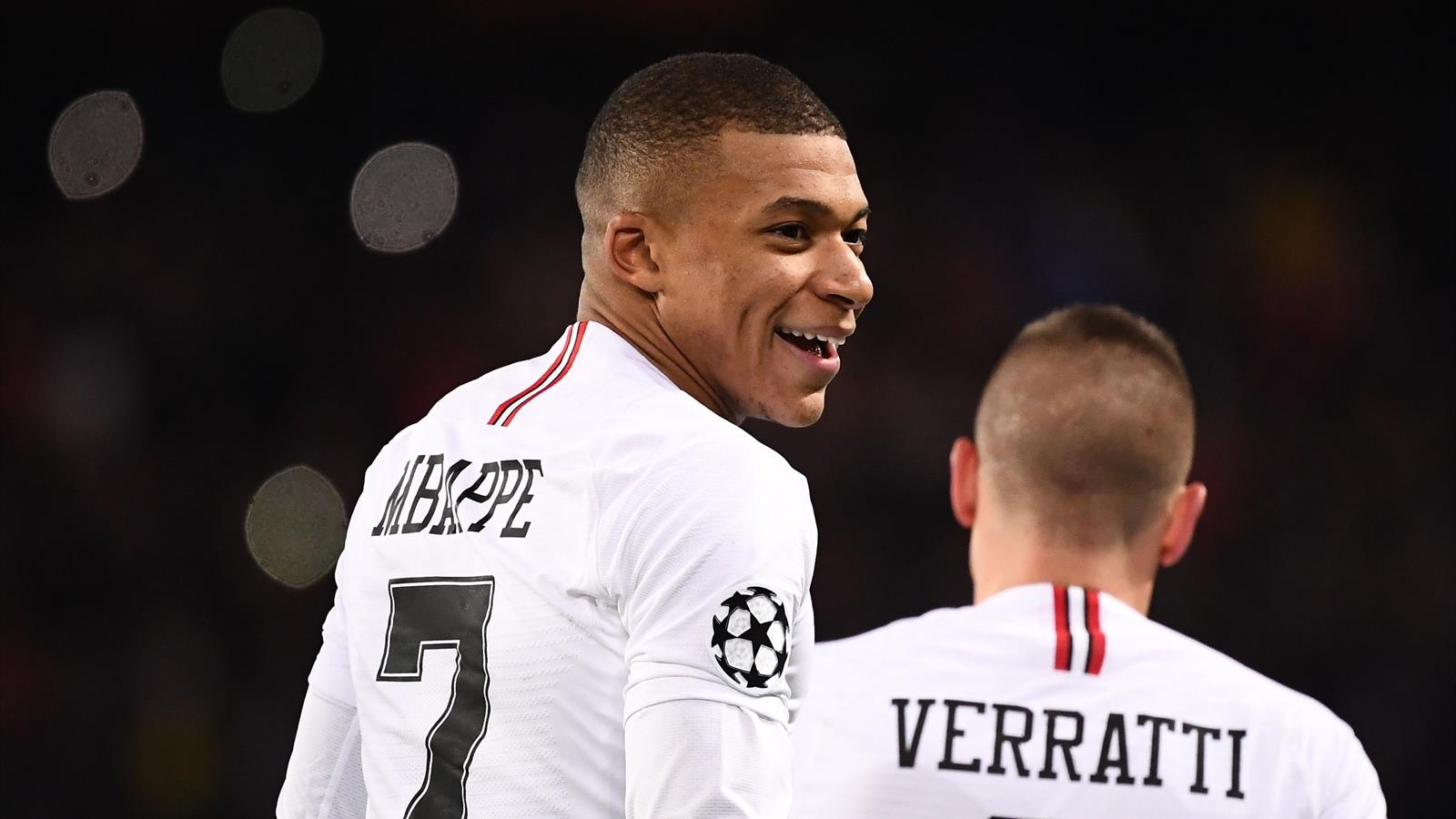 Manchester United Psg Sans Neymar Et Cavani Paris Passe Au