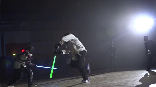 El deporte que desea practicar todo amante de 'Star Wars', la lucha con sables de luz