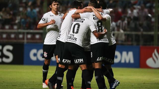 Corinthians se mide en la Sudamericana ante un Racing que llega sin Centurión