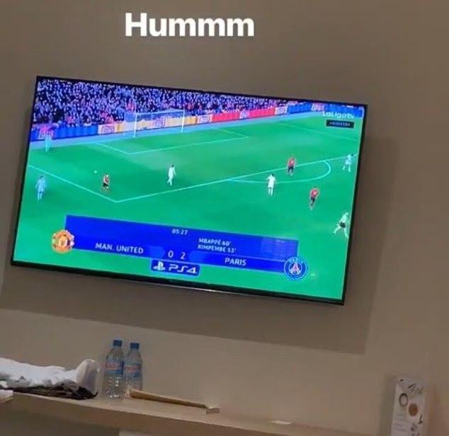 Sadio Mane watching Manchester United lose (Instagram)