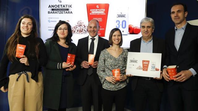 La Real Sociedad convierte en abono las cáscaras de pipas recogidas en Anoeta