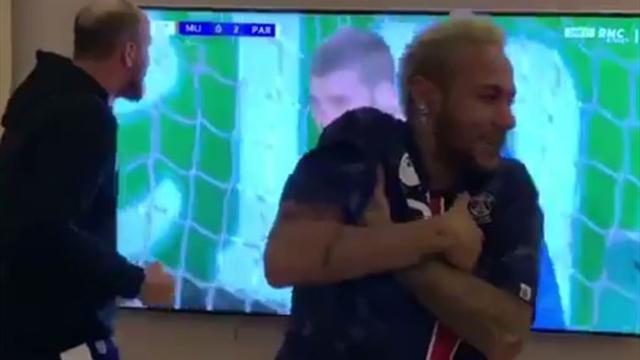 Neymar se volvió loco celebrando los goles del PSG a pesar de su lesión