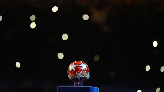 El impresionante minuto de silencio sepulcral en el Johan Cruyff Arena en memoria de Emiliano Sala