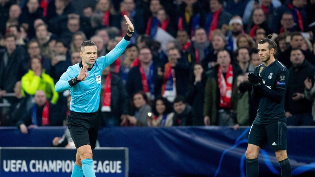 Football news -  VAR   Video Assisting Real   Fans react to disallowed Ajax  goal - Champions League 2018-2019 - Football - Eurosport UK 63036461b
