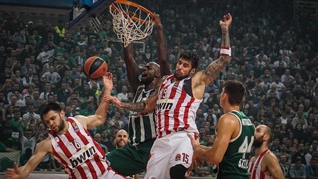 Arbitraggio a favore del Panathinaikos, l'Olympiacos abbandona il campo all'intervallo del derby