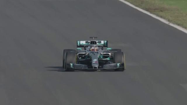 Lewis Hamilton in pista con la nuova W10: ecco i suoi primi giri