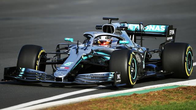 Hamilton en piste avec sa nouvelle Mercedes W10