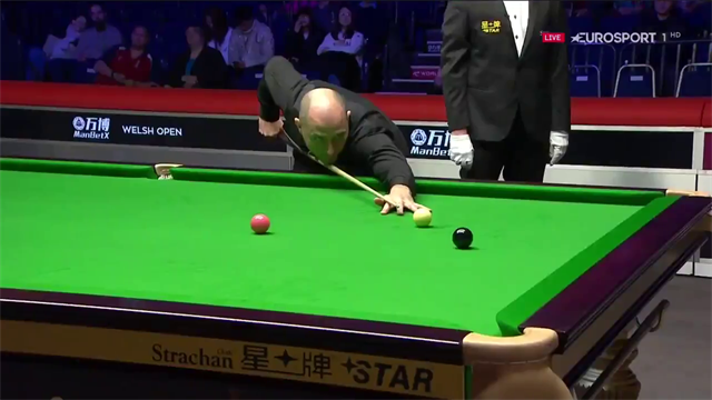 Perry compiles 'terrific' century to open two-frame lead