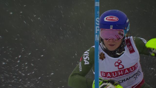 Mikaela Shiffrin pasticcia nella prima manche dello slalom: è terza