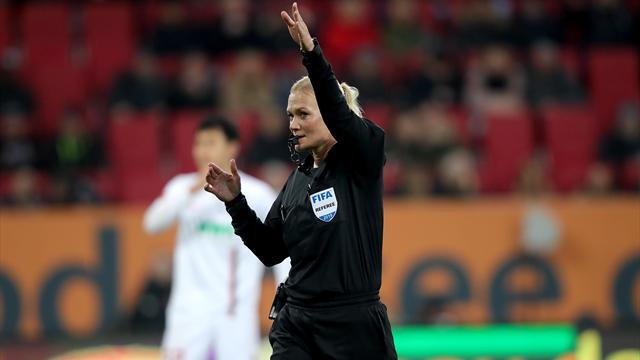 В Иране не показали матч «Аугсбург» – «Бавария» из-за женщины-арбитра, работавшей в шортах