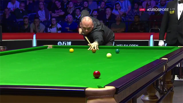 'He'll take it!' - Bingham flukes red off side cushion against Robertson