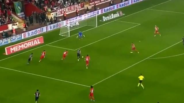Кудряшов роскошно подключился с фланга и забил первый мяч в дебютном матче в Турции
